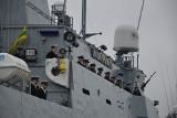 99 rocznica odtworzenia Marynarki Wojennej w Gdyni. ORP Kormoran z polską banderą [wideo, zdjęcia]