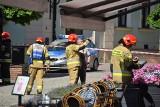 Tarnów. Uszkodzona rura z gazem. Alarm na Wałowej. Ewakuowano gości i obsługę dwóch kawiarni w centrum miasta [ZDJĘCIA]