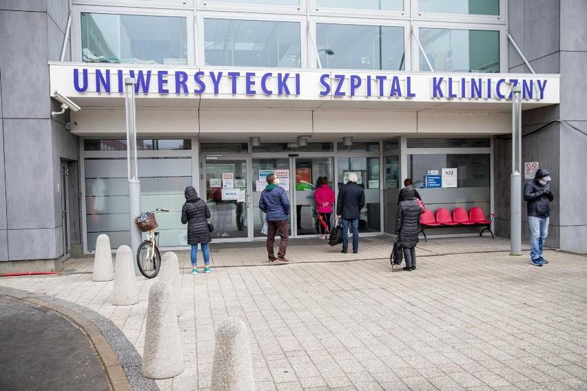 Białystok. Uniwersytecki Szpital Kliniczny wznawia odwiedziny pacjentów. Na jakich zasadach?