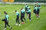 Piłkarze i trenerzy Lechii Gdańsk są zdrowi i wracają do treningów! Piłkarz, u którego wcześniej wykryto zakażenie, pozostaje w izolacji