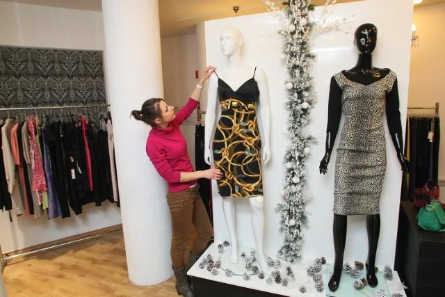 Milena Ankiewicz z Designer Outletu Incognito w Kielcach: - Właśnie ruszyła u nas wyprzedaż sukienek i marynarek. Najbardziej jednak tanieją dżinsy, bo aż o 50 procent.