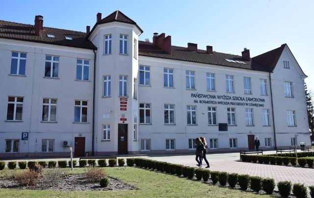 Skandaliczna lekcja angielskiego on-line wydarzyła się 12 czerwca 2021 r. w oswięcimskiej uczelni.