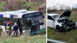 """Sceny jak w filmie """"Szybcy i wściekli"""". Autobus staranował auto. ZDJĘCIA"""