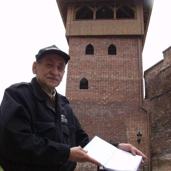 - Dzięki temu, że wpisujemy każdego wchodzącego, w wieży wszystko jest jak nowe - mówi strażnik Bolesław Hajduk.