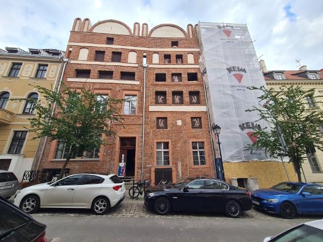 Rozpoczął się remont kolejnej części zabytkowego kompleksu kamienic przy ul. Mostowej 6 w Toruniu