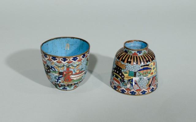Czarki z motywem stu antyków (Chiny XIX-XX w.), epoka Qing, emalia komórkowa na metalu, Muzeum Miasta Łodzi
