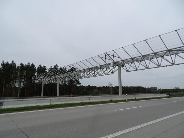 Na odcinku drogi ekspresowej S3 pomiędzy Szczecinem i Gorzowem stanęły bezpieczne bramki dla nietoperzy.