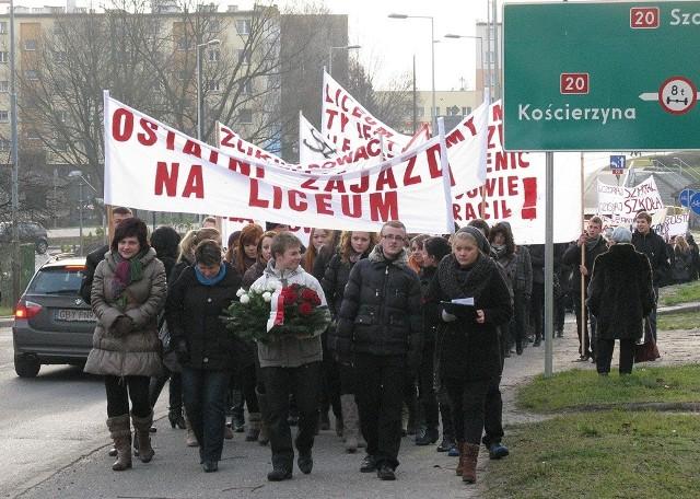 Protest przeciwko likwidacji liceum w Miastku