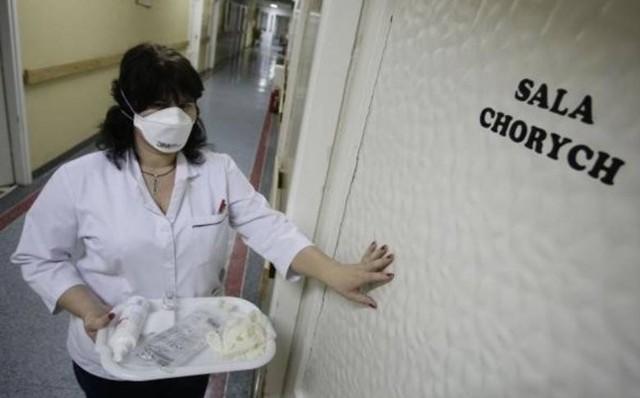 Trzy przypadki odry w Wieruszowie w woj. łódzkim! Zachorowały dzieci, cztero - i trzynastomiesięczne oraz osoba dorosła. Są mieszkańcami naszego województwa. Nie byli szczepieni przeciwko odrze. Fakt, że zachorowali został potwierdzony badaniami krwi przeprowadzonymi w laboratorium szpitalnym.