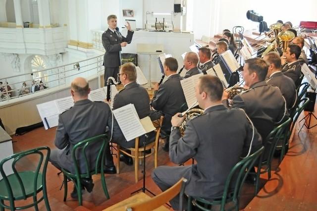 Kanonizacja Jana Pawła II: Orkiestra Sił Powietrznych Kraju zagrała pieśni z pielgrzymek