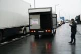 Prawie 100 samochodów zablokowało autostradę A2 - to protest branży targowej. Kierowcy płacili groszówkami na bramkach