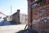 Zabytkowy mur przy ul. Orzeszkowej w Rzeszowie do wyburzenia? Miasto nie ma takich planów, ale właściciel terenu już tak