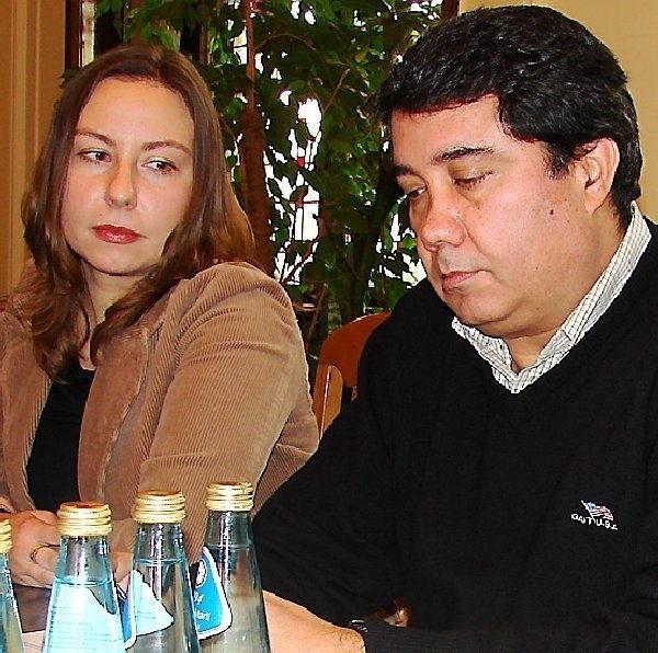 Smutną minę ma Jose Alexio z portugalskiej  MSF, bo na budowie w Grudziądzu jego firma nie  zarobi. Obok - tłumaczka Agata Adamska