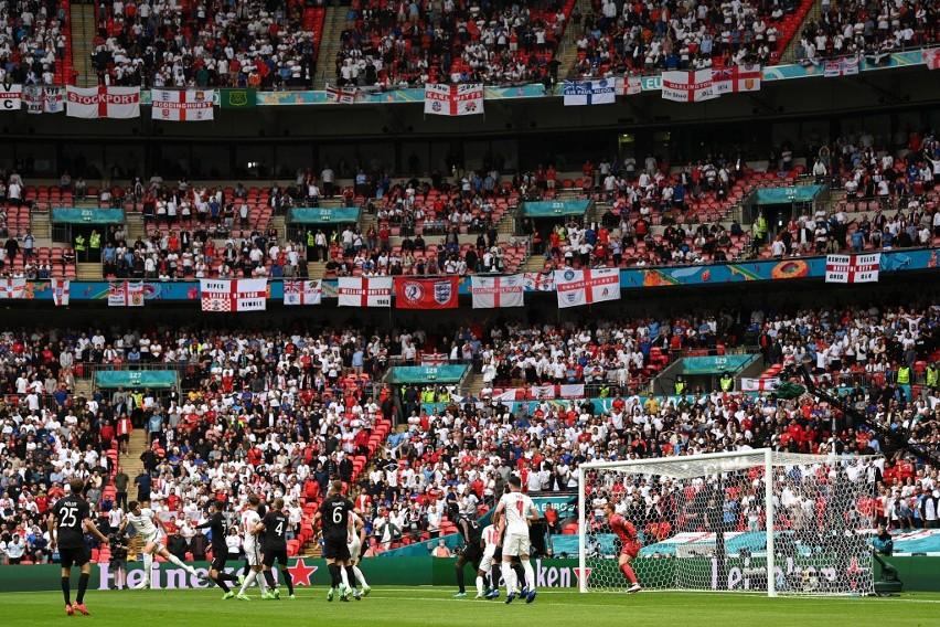 Londyn skąpany w piwie i euforii. Radość Anglików po wygranej nad Niemcami była ogromna