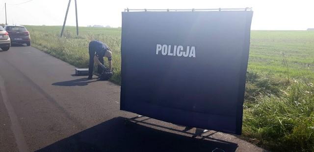 Mocno poturbowane zwłoki zostały znalezione przez przypadkowe osoby w poniedziałek (13 września). Leżały przy drodze Sława - Przybyszów. Już do samego początku było pewne, że ktoś przyczynił się do śmierci 34-latka.