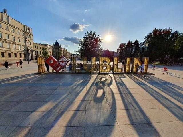 Napis stanął na pl. Litewskim w lipcu ubiegłego roku