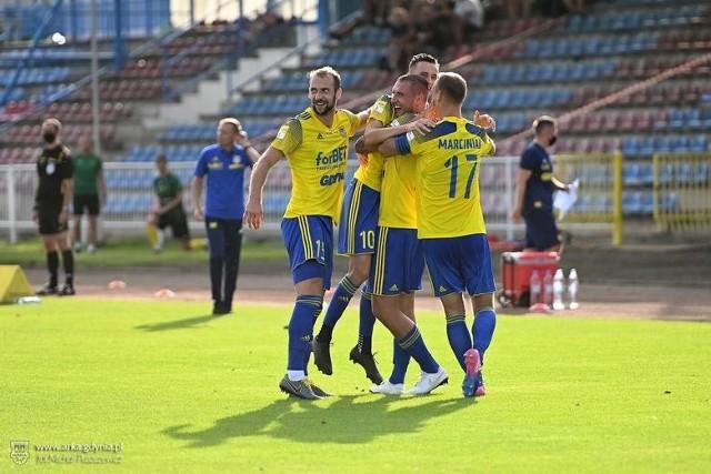 W dwóch pierwszych meczach w tym sezonie przeciwko Górnikowi Polkowice i GKS-owi Jastrzębie żółto-niebiescy gromili rywali, aplikując im łącznie dziewięć bramek.