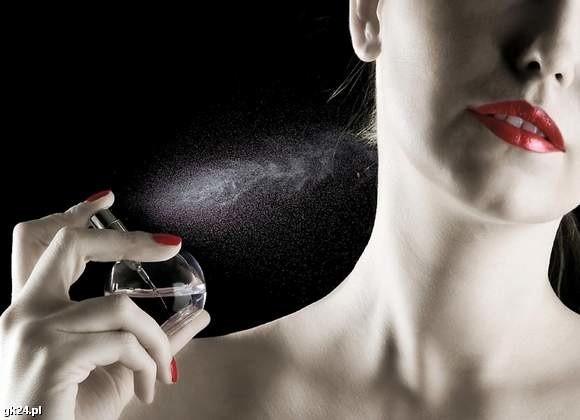Feromony odpowiadają za wywoływanie określonych, zakodowanych reakcji fizjologicznych lub pożądanego zachowania u partnera.