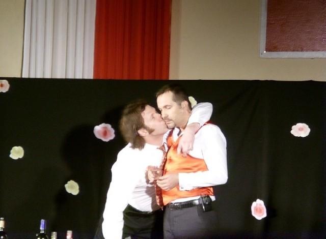 Występ kabaretu nagrodzono gromkimi brawami