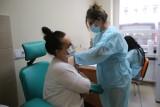 Nauczyciele mogą zapisywać się na szczepienia przeciwko Covid-19 jeszcze tylko w środę 3 marca!