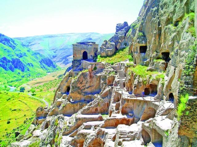 Gruzja: Miasto w skałach - Vardzia.