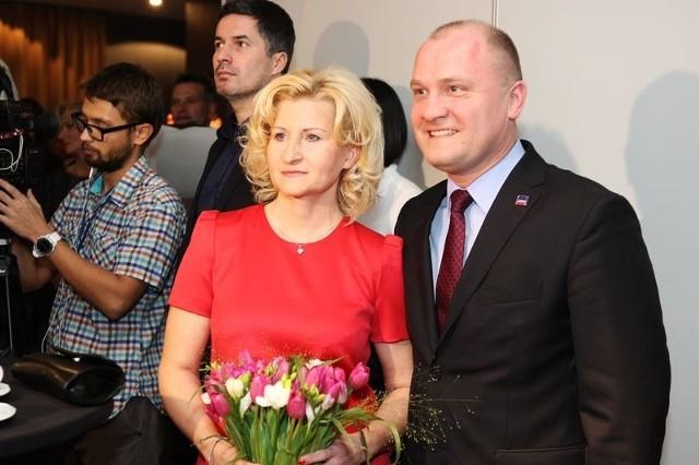 Piotr Krzystek zdecydowanie wygrywa wg. pierwszych wyników z komisji wyborczych.