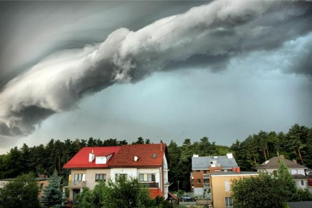 14 maja br. Bydgoskie Centrum Zarządzania Kryzysowego ostrzega przed możliwością pojawienia się burz, którym towarzyszyć będzie ulewny deszcz oraz opady gradu.
