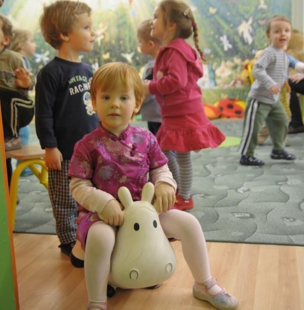 """Dzieci w prywatnym przedszkolu """"Bajkowo"""" mają do dyspozycji dodatkową salę zabaw."""