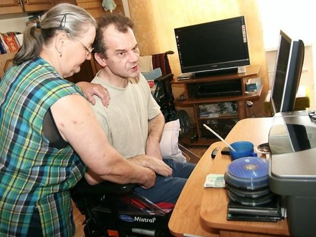 Teraz pan Marek musi korzystać z opieki mamy. Dzięki pomocy jego sytuacja poprawi się