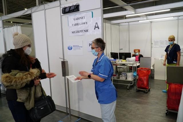 We wtorek, 6 kwietnia, na MTP zaszczepiono 2454 osoby, a 7 kwietnia – ponad 2200.