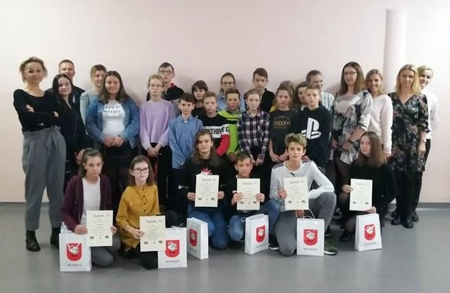 W konkursie udział wzięli uczniowie z czterech szkół podstawowych