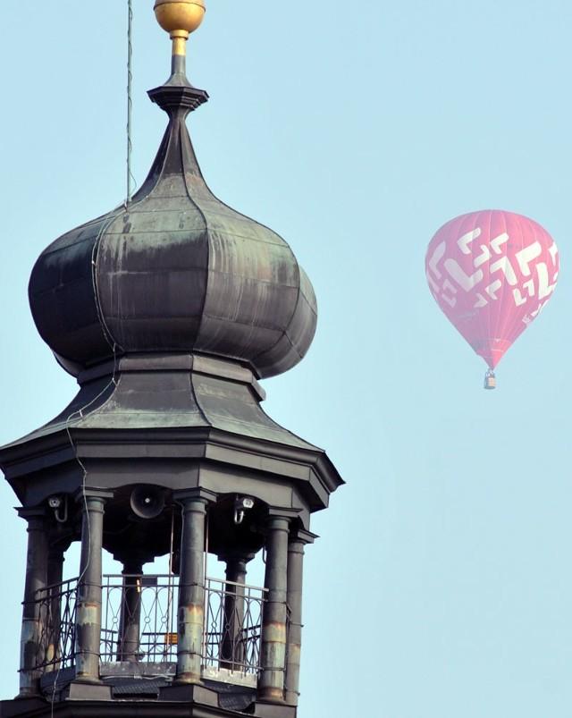 Balony nad KrosnemW Krośnie rozpoczęły się XIV Międzynarodowe Górskie Zawody Balonowe. Dziś przed godz. 7 w niebo wzbiły się po raz pierwszy w tym roku kolorowe balony.