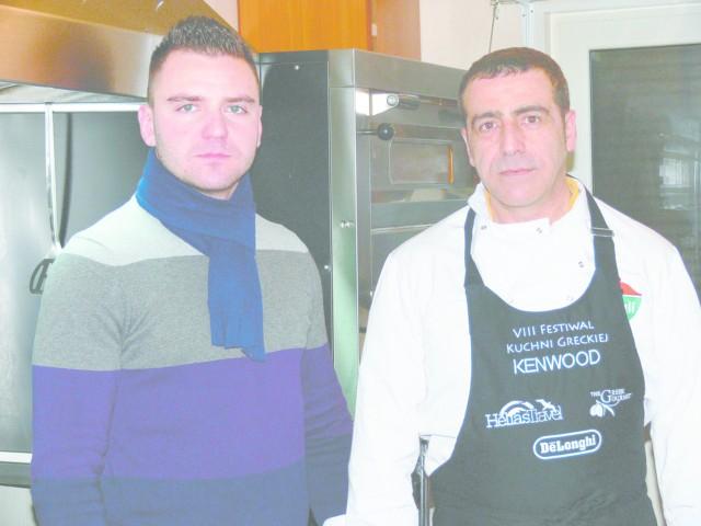W kuchni Greckiej Restauracji Online króluje Dimitros Chatzimpeis, rodowity Grek (z prawej). Na zdjęciu razem z właścicielem lokalu Łukaszem Szczepańskim.