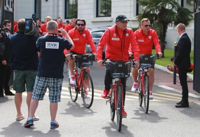 Czas wolny reprezentacji Polski na zgrupowaniu w La Baule. W sobotę Adam Nawałka wybrał się z drużyną na przejażdżkę rowerową