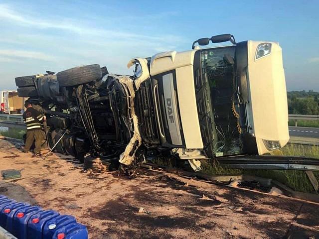 Wypadek na autostradzie A1 pod CzęstochowąZobacz kolejne zdjęcia. Przesuwaj zdjęcia w prawo - naciśnij strzałkę lub przycisk NASTĘPNE