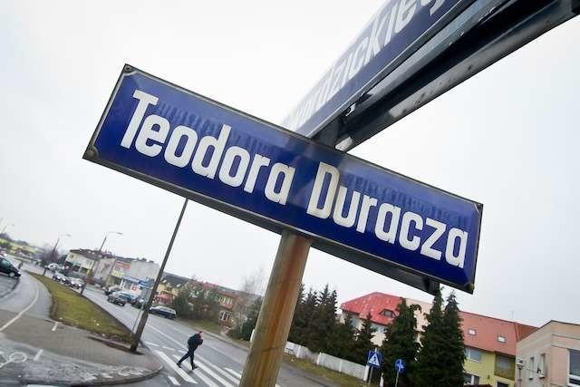 Teodor Duracz był znanym prawnikiem i zarazem agentem sowieckiego wywiadu. Jego dni jako patrona ulicy są policzone