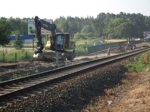 Najbardziej zaawansowane prace trwają w tej chwili na odcinku od drogi na Papowo Osieki wzdłuż torów kolejowych do Łysomic FOT. NADESŁANA