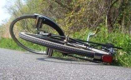 Kierowca potrącił 67-letnią rowerzystkę na ul. Pod Krzywą