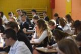 EGZAMIN GIMNAZJALNY 2019: Znamy wyniki ze wszystkich przedmiotów - jak poszło uczniom?