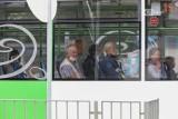 Komunikacja miejska w Szczecinie i pasażerowie bez maseczek zakrywających usta i nos. Sypią się mandaty i pouczenia