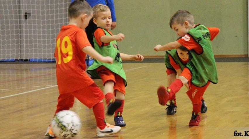 Kielecki Klub Piłkarski Korona zaprasza dzieci urodzone w 2015 i 2016 roku na zajęcia Żółto-Czerwonego Przedszkola.