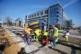 W połowie roku pojedziemy już fragmentem Trasy Autobusowo Tramwajowej. Ostatnie prace przy wiadukcie nad ulicą Smolecką [ZDJĘCIA]