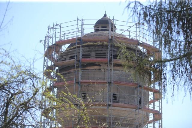 Wieża przy ulicy Kolberga w Gliwicach została wzniesiona w 1911 roku z żelbetu.