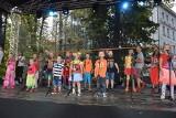 Piknik dla dzieci i rodzin na Placu Wolności w Opolu zaczął się wspólnym śpiewaniem z Arką Noego