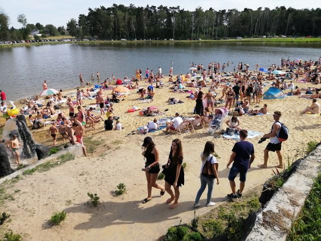 W Rybakówce tłumy jak nad Bałtykiem. Na plażę i pod palmy zjechali mieszkańcy Łodzi, Piotrkowa i całego regionu