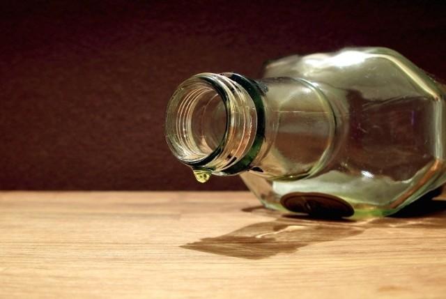 Badanie stanu trzeźwości wykazało, że 34–letnia matka siedmiotygodniowej dziewczynki śpiącej w wózku ma prawie 2 promile alkoholu w organizmie, a jej 36–letni konkubent prawie 2,5 promila.
