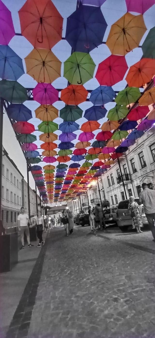 Parasolki zniknęły z Kilińskiego w Białymstoku. Mieszkańcy i turyści robili sobie selfie przez kilka miesięcy (zdjęcia)