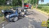 Bardzo groźny wypadek pod Jaworem. Z auta niewiele zostało, walczono o życie człowieka [ZDJĘCIA]