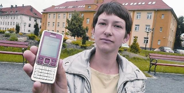 Agnieszka pokazuje nam treść sms-a jakiego dostała od jednej ze współpracownic