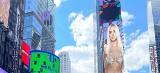 Karolina Derpieńska. Zdjęcie białostoczanki wyświetla się na najbardziej znanym bilbordzie na Time Square w Nowym Jorku [ZDJĘCIA, WIDEO]